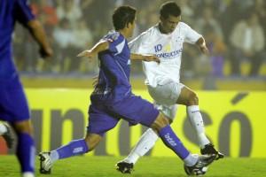 O meia Bernardo ajudou o Cruzeiro a sair do verdadeiro inferno que é a zona do rebaixamento, na primeira vitória do time fora de casa: 2 x 0 no Santo André. Foto: VIPCOMM