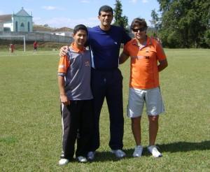 Wellington Abade ao lado de Mauro Donizeti e Fernando da Escolinha do Vulcão