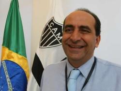 Na foto do Carlos Rhienck, um sorriso raro do presidente do Galo