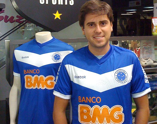 Nova camisa do Cruzeiro parece com a do Velez  172f0d13c043f