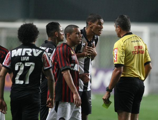 93936076d7 Este Marcelo de Lima Henrique é forte demais no sistema  CBF pune os  bandeiras do jogo do Atlético