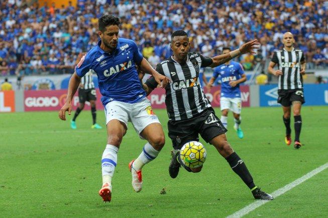Equilíbrio absoluto nos jogos entre Galo e Raposa na história do Brasileirão ea22c13b1aff3